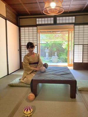 和室から庭を眺められます。 - 幻 毘沙門 多目的〜デザイナーズ京町家〜 の室内の写真