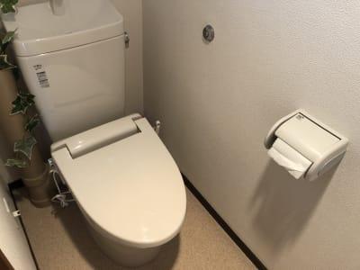 室内にトイレあります - MEETINGROOM 85坂戸 貸会議室/個室/8名/清潔/格安の室内の写真