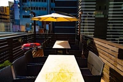屋上テラス(昼) - FURACHI(フラチ) バーラウンジ&BBQテラスの室内の写真