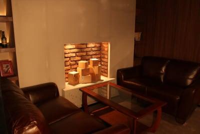 バーラウンジスペース 4名ソファー席 - FURACHI(フラチ) バーラウンジ&BBQテラスの室内の写真