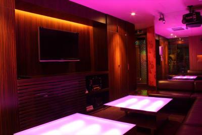 カラオケ個室 - FURACHI(フラチ) バーラウンジ&BBQテラスの室内の写真