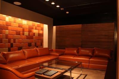 バーラウンジスペース メインフロア - FURACHI(フラチ) バーラウンジ&BBQテラスの室内の写真