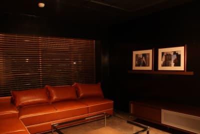 バーラウンジスペース メインフロア 右振り - FURACHI(フラチ) バーラウンジ&BBQテラスの室内の写真