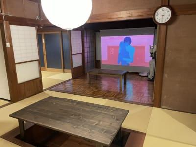 プロジェクター・スクリーン - しょうずの宿 濱風 古民家多目的スペースの室内の写真
