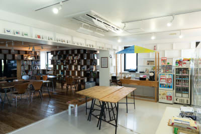 co-ba library 多目的スペースの室内の写真