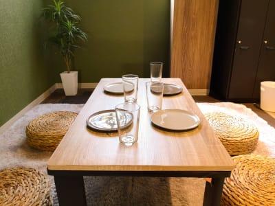 テーブル風景 - ゲストハウス神戸なでしこ屋 シアタールーム★元町駅徒歩3分の室内の写真