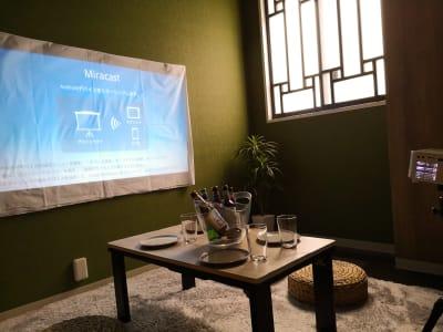 シアター風景② - ゲストハウス神戸なでしこ屋 シアタールーム★元町駅徒歩3分の室内の写真