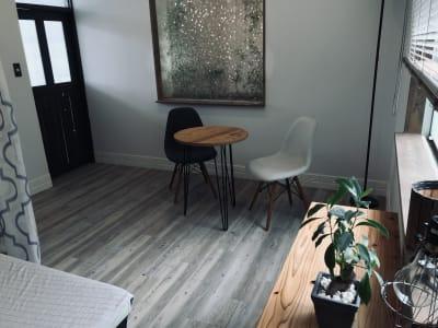 落ち着いた雰囲気のレンタルスペースです。 - レンタルサロン アイリー 完全個室タイプの室内の写真