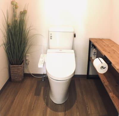 完全個室、半個室共用の男女兼用トイレです。 - レンタルサロン アイリー 完全個室タイプの室内の写真