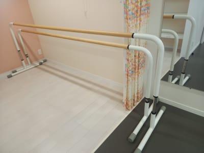 可動式バレエバーが2個 - Studio Lilas  レンタルスタジオの設備の写真