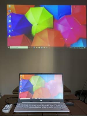 プロジェクターを利用して映像をうつすことも出来ます - 不動産cafe 貸会議室 ミーティングルームの室内の写真