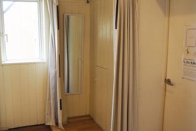 更衣室は2箇所あります - ドットカラーダンススタジオ Bスタジオの設備の写真