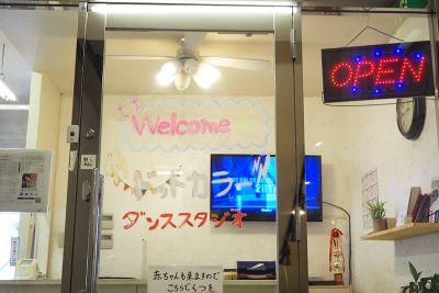 ドットカラーダンススタジオ Cスタジオの入口の写真