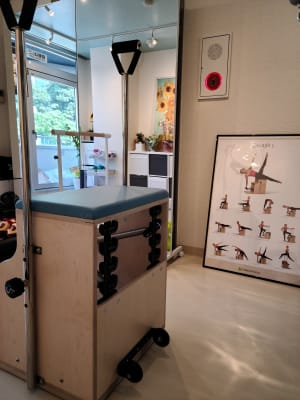 チェア - ピラティススタジオ  マシンピラティススタジオの室内の写真