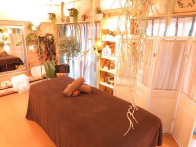 ・施術ベッドの使用目的は施術・セラピーに限定されます - サンライズ レンタルスペースの室内の写真