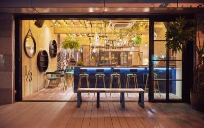 ワンサードライフ  会議室 カフェバー併設・おしゃれ会議室の入口の写真