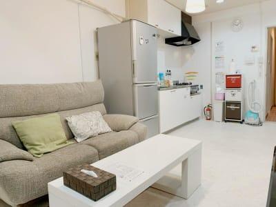 休憩スペース、キッチンは他のスペースのお客様と共同利用となります。 - テレワークスペースD303 梅田テレワークスペースD303の室内の写真