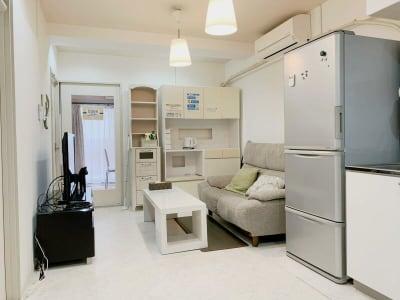 キッチンをご利用いただけます。簡単な調理やお弁当などの飲食も持込できます。 - テレワークスペースD303 梅田テレワークスペースD303の室内の写真