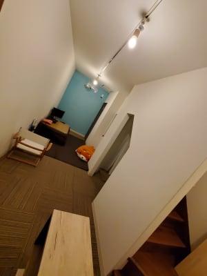 ゆっくり寝転んでご利用いただくことも可能です - ルチャリブレ おうちカフェ 2フロア フリースペースの室内の写真