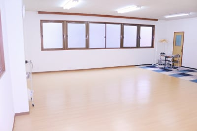 天井の高さは2.6mあるので、バトンなどの練習もできます。 - ダンススタジオFAMFAM レンタルスタジオの室内の写真