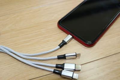 充電器も各種Android、iPhone対応可能なものをご用意しています。 - ダンススタジオFAMFAM レンタルスタジオの設備の写真