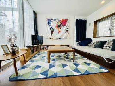 ゲストハウス小野家 【3F】旅と本がテーマのお部屋の室内の写真