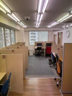 スタディPCネット向ヶ丘遊園校  テレワーク・自習スペースの室内の写真
