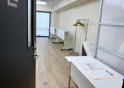 ラヴィコーポレーション研修ルーム レンタルスペースの室内の写真