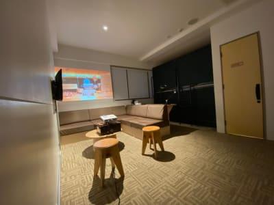 プロジェクター投影 - カモンホテルなんば プロジェクタールーム(2~3階)の室内の写真