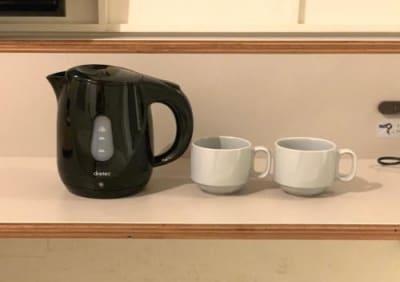【客室設置】ケトル・マグカップ - カモンホテルなんば プロジェクタールーム(2~3階)の設備の写真
