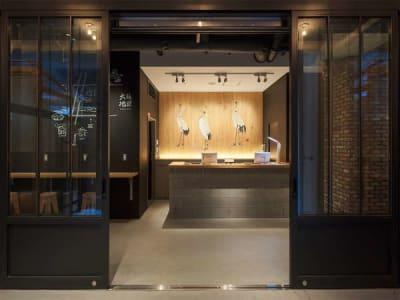 エントランス(1F) - カモンホテルなんば プロジェクタールーム(2~3階)の入口の写真