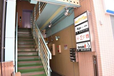 2階にあります。 - シェアースペース アウトサイダー レンタルスペース(キッチン)の入口の写真