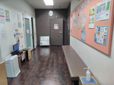 スガナミ楽器烏山北口センター 6番教室(アップライトピアノ)の入口の写真