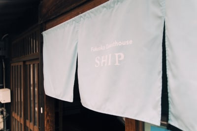 SHIPの入り口です。 吹き抜けの入り口は開放感があり、思わずフラッと入ってみたくなる。そんな気持ちにさせてくれます。ぜひ、お立ち寄りください。 - SHIP レンタルスペースの入口の写真