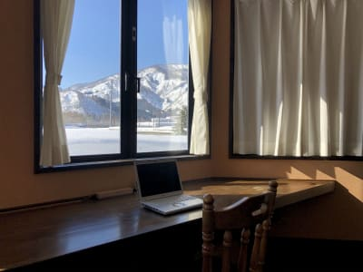 リゾートオフィス だんろの家 コワーキングスペースの室内の写真