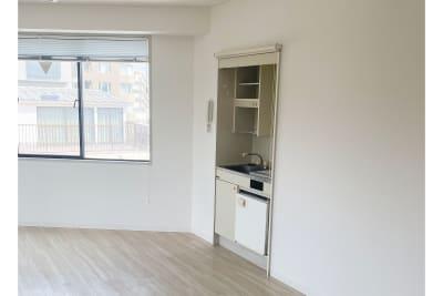 小さなキッチンがあります(手洗い向け) - 白金台徒歩5分 貸しスペース ワンフロア利用 5階の室内の写真