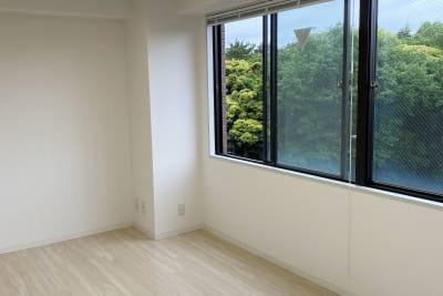 大きな窓から森が見えます - 白金台徒歩5分 貸しスペース ワンフロア利用 5階の室内の写真