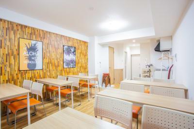 《VILLENT西梅田》 オレンジの室内の写真