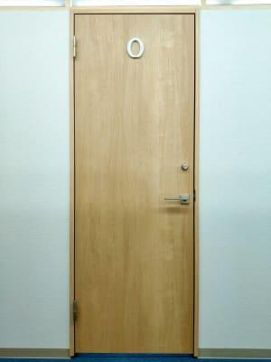 レンタルオフィス コルメ柏 レンタルオフィスコルメ柏Oルームの入口の写真