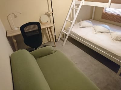 ■ソファー+テーブルルーム■ - WeHome ■Ⓕ号室■ソファルーム■個室■の室内の写真