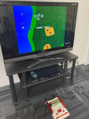 ファミコンは接触が悪いので、カセットを差し込む際に何度かトライしてください。 - かちくらBASE お気軽レンタルスペースの室内の写真