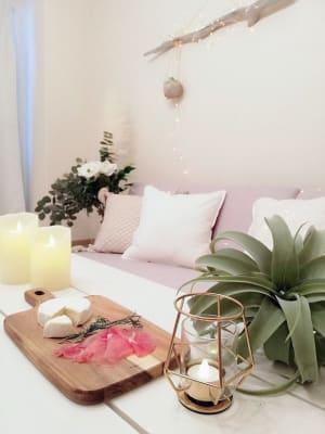 インテリアデザイナーが選んだ家具で素敵な時間をお過ごしいただけます🌼✨✨(※飲食物は撮影用です) - 森ノ宮TERRACEの室内の写真