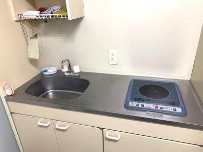 執務室と同じフロアにミニキッチンもございます。 - L&Cスペース本町駅前 A号室の設備の写真