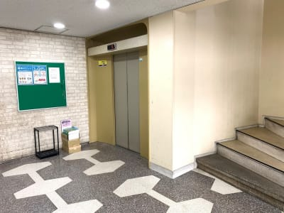 エレベーターをご利用ください。 - L&Cスペース本町駅前 A号室の設備の写真
