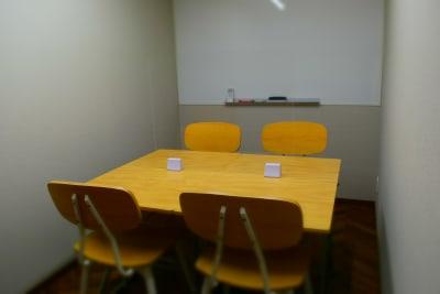 ルームC(防音個室・4席) - シェアースペース アウトサイダー レンタルスペース(ルームB)の室内の写真