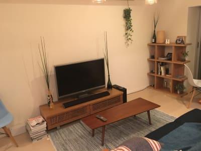 40型TV(ブルーレイ再生機あり) - 女子会・上映会に!初台駅スグ パーティー/ワークスペースの室内の写真