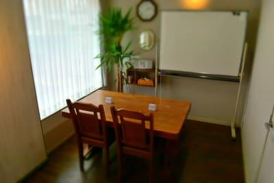 ルームB(4席) - シェアースペース アウトサイダー レンタルスペース(ルームA+B)の室内の写真