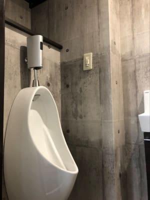 小便器は別に設けていますのでトイレ内は清潔に保たれています - いいオフィス明石-貸会議室 【明石駅徒歩3分】の設備の写真
