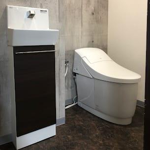 トイレ(非接触式なので清潔安心です!) - いいオフィス明石-貸会議室 【明石駅徒歩3分】の設備の写真