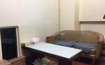 応接スペースを個室としてご利用いただく事も可能です。 - 株式会社ビジネスベース 作業スペースの室内の写真